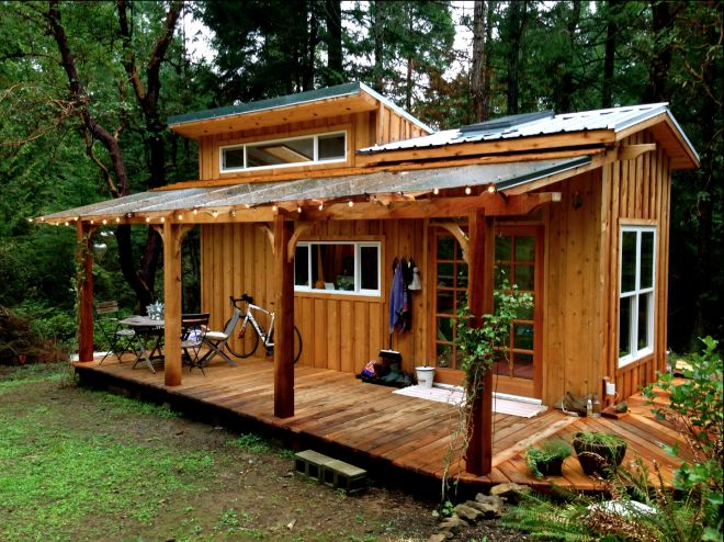 De 27 jarige bouwde een klein houten huisje u2013 maar het interieur is